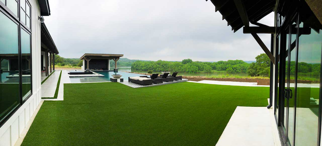 Beautiful artificial Synlawn grass in Canyon Lake Texas installed by Speir Grass